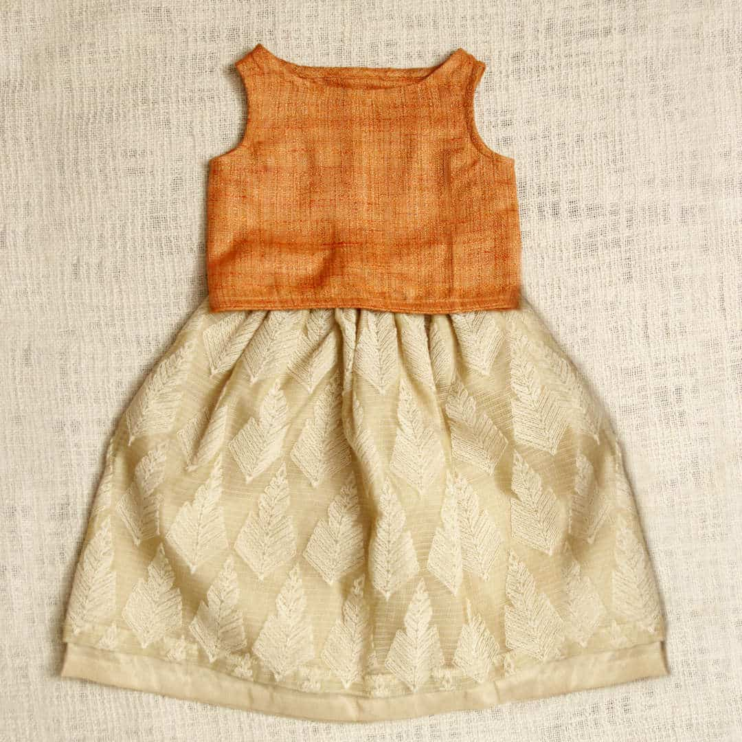 Jute-silk-cotton blended crossover-back crop top, with piping details along edges